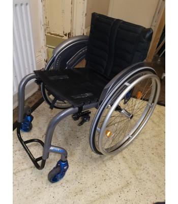 Second Hand Quickie Helium Everyday Lightweight Wheelchair